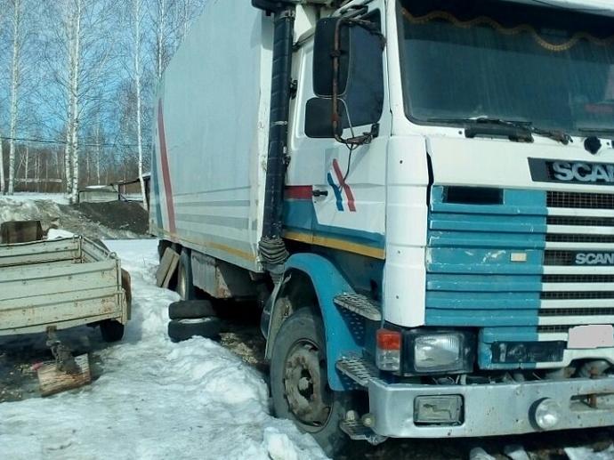 ВЕкатеринбурге уотца, неплатившего ребенку алименты, арестовали грузовик-рефрижератор
