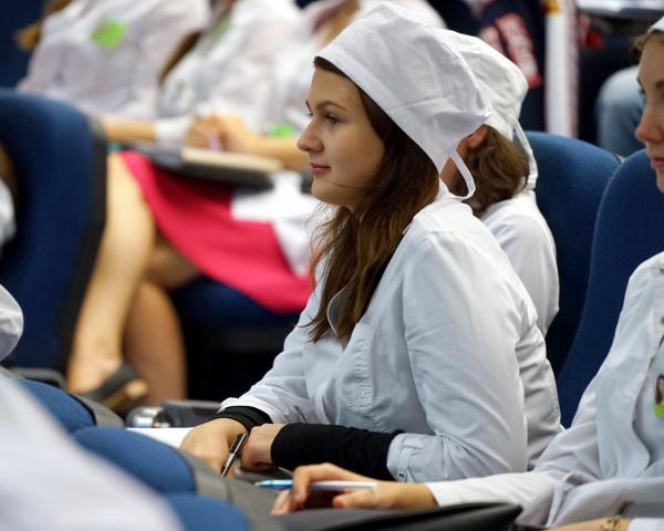 Жители России хотят видеть детей медработниками, ноне предпринимателями — Опрос