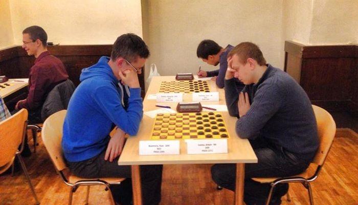 Артем Иванов изДнепра завоевал звание чемпиона мира побыстрым шашкам