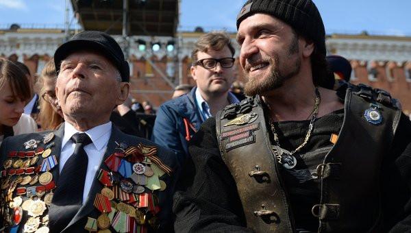 ВДонецке напараде Победы присутствовали Прилепин, врач иЧичерина