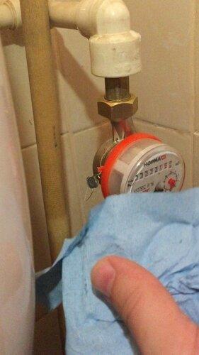 Открываем воду и  проверяем все соединения на капель