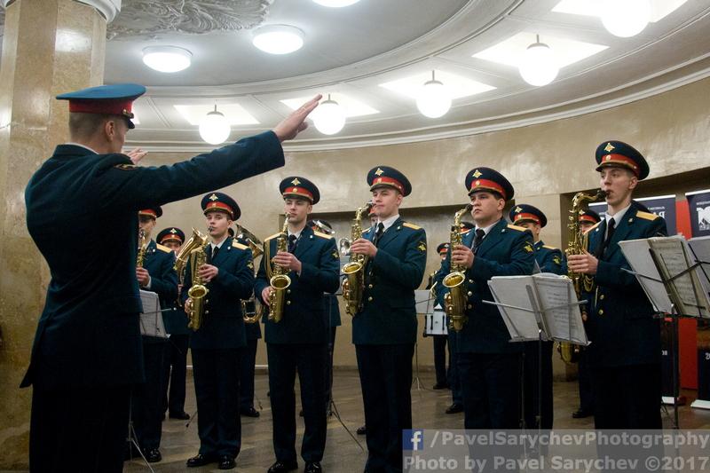Военные марши прозвучали в метро накануне Дня защитника Отечества