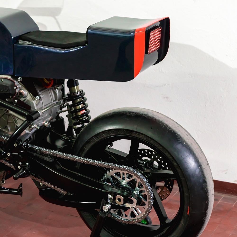 Apache Custom Motorcycles: электрический кафе рейсер Midnight Runner