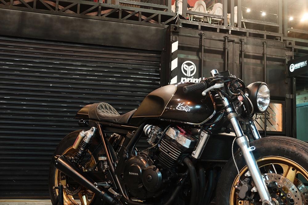 Kerkus Motorworks: кафе рейсер Honda CB400