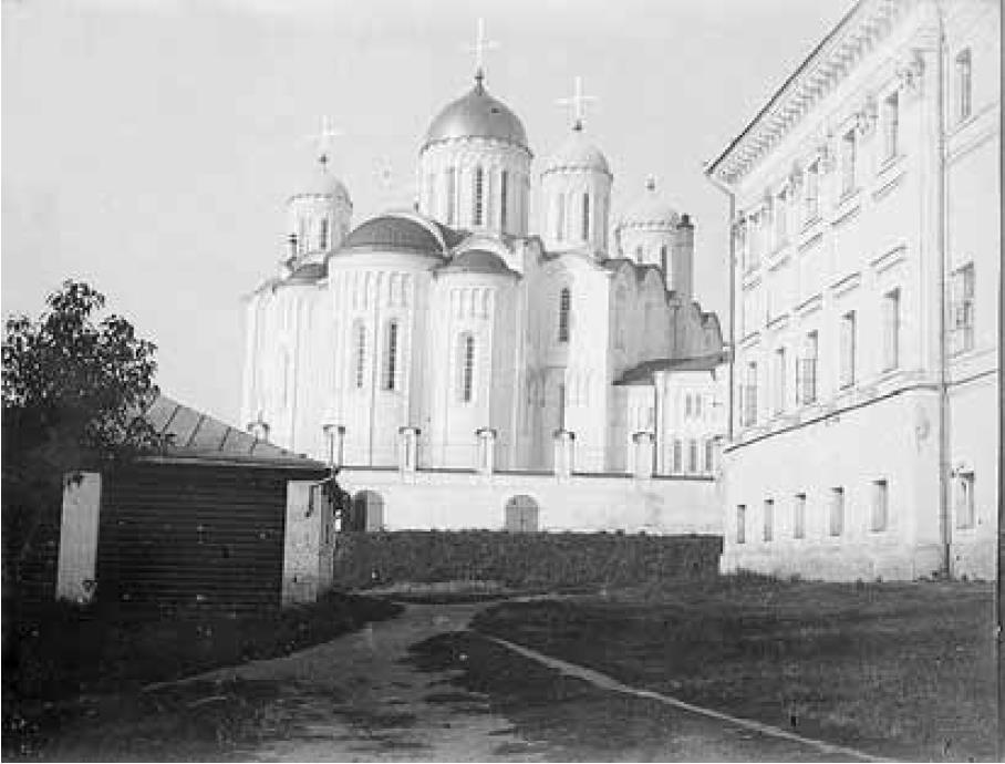 Успенский собор и Присутственные места. Восточный фасад Успенского собора XII в. после реставрации 1888-1891