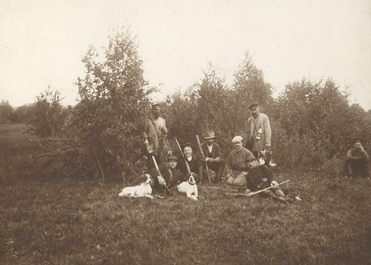 Окрестности Переславля. Ратухино. После охоты.  1911