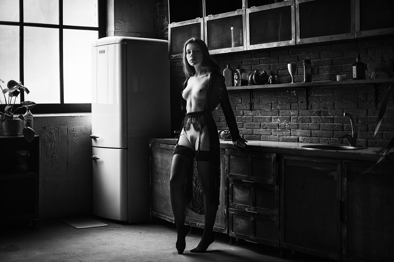 Возле холодильника / фотограф Аркадий Курта