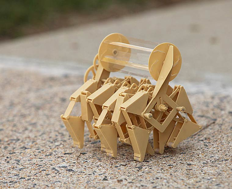 Strandbeest – Awesome mechanical creatures propelled by wind
