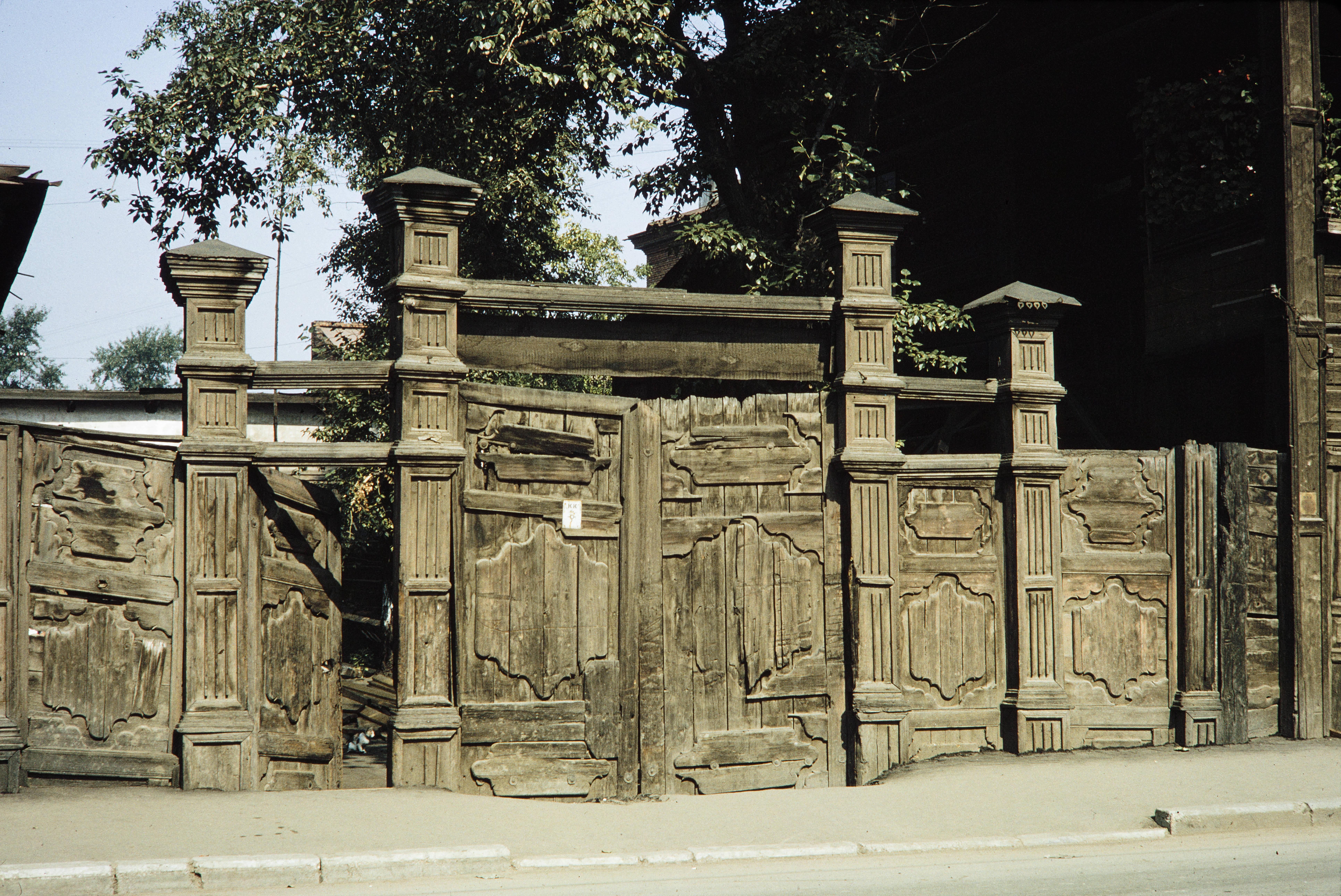Улица Каландаришвили,1.Деревянные ворота