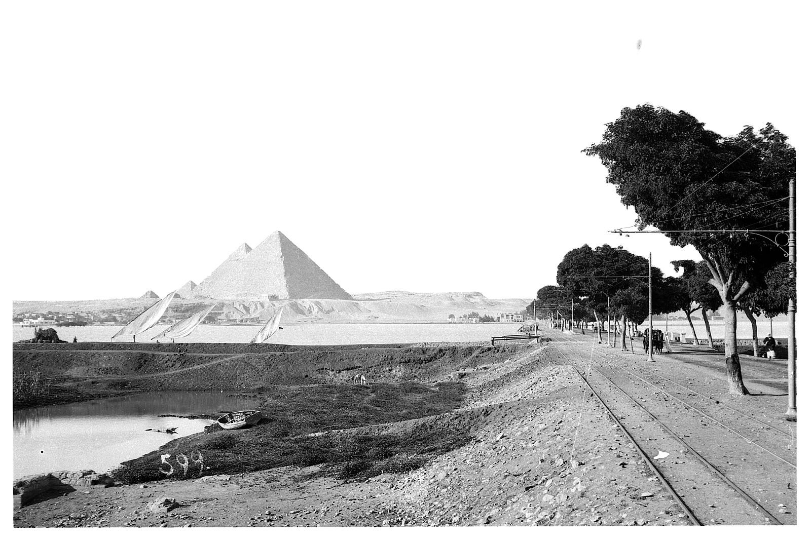 Гиза. Вид с дороги на пирамиды