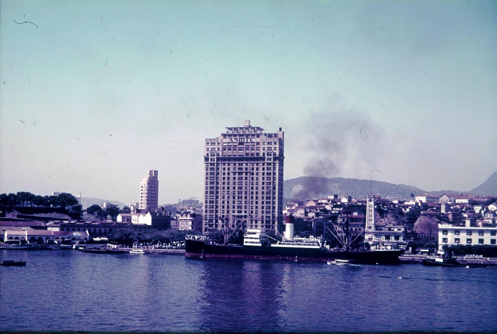 Рио-де-Жанейро. Вид на гавань со зданием газеты «Folha da Noite»