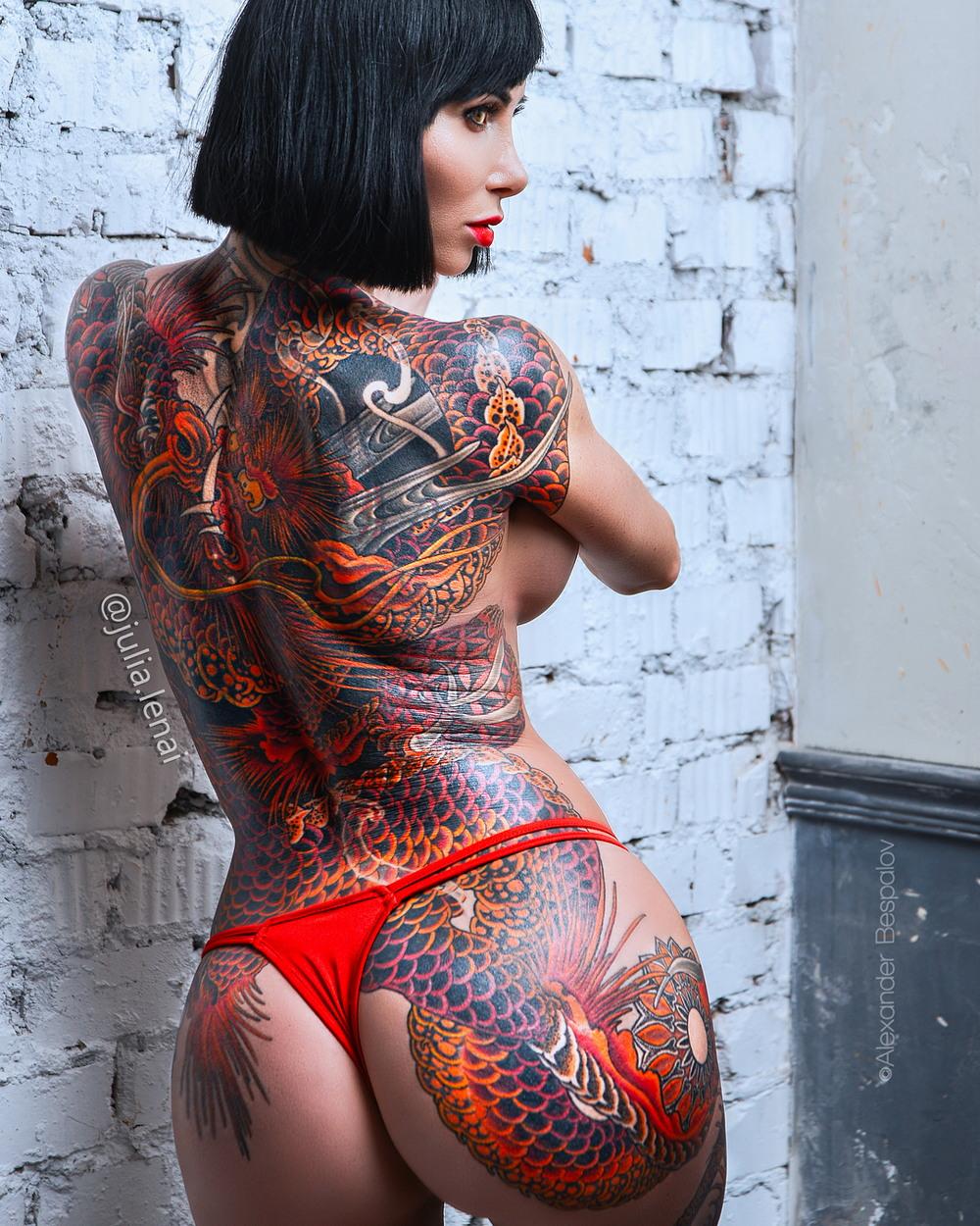 классные татушки на женском теле фото лакокрасочных