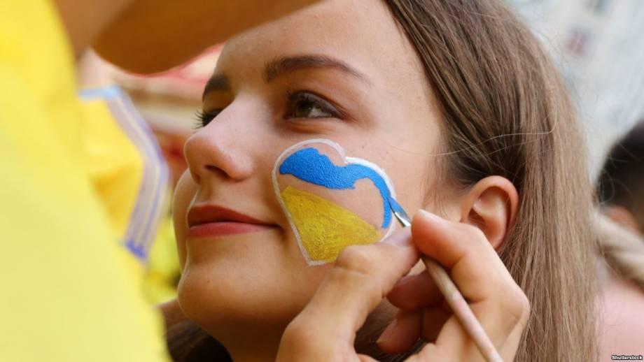 Украину разрекламировали «избытком» красивых женщин и ценам на сигареты будущим пассажирам Ryanair в Великобритании