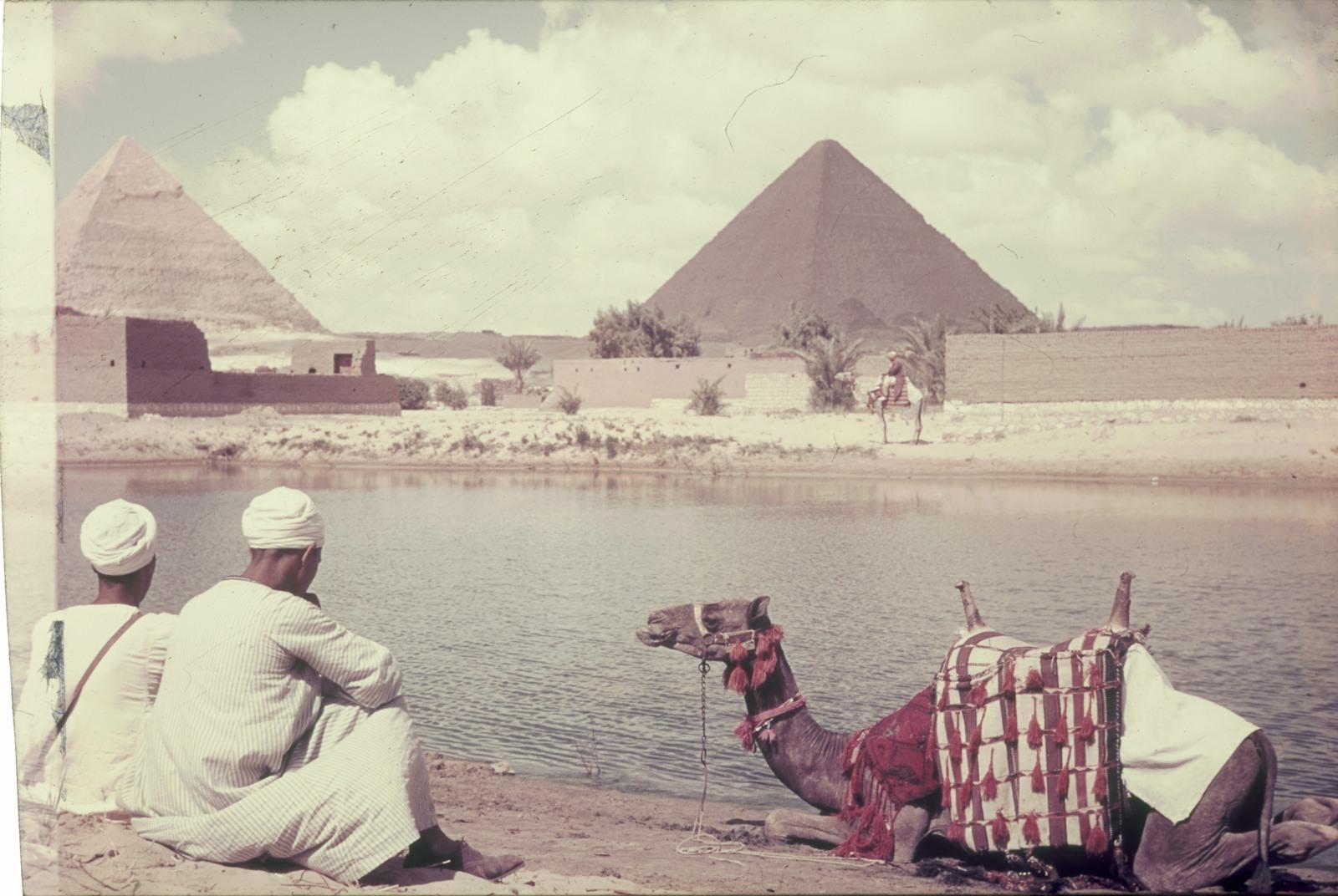 Гиза. Пирамиды Хефре́на (Хафры) и Микерина (Менкаура)