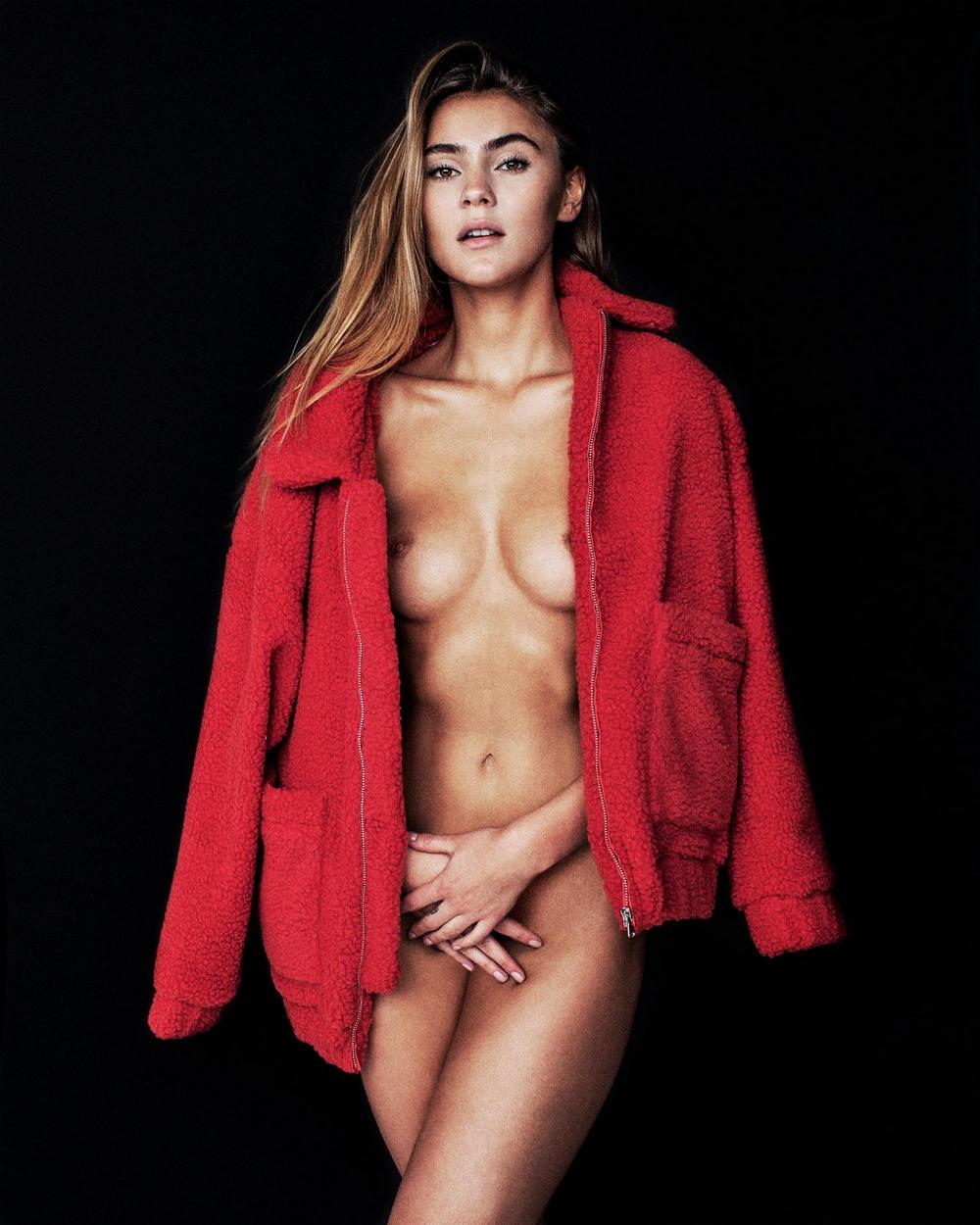 Стефани Гизингер в откровенной фотосессии