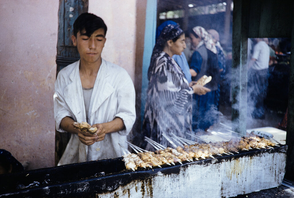 Uzbekistan, man grilling shashlik in Samarkand