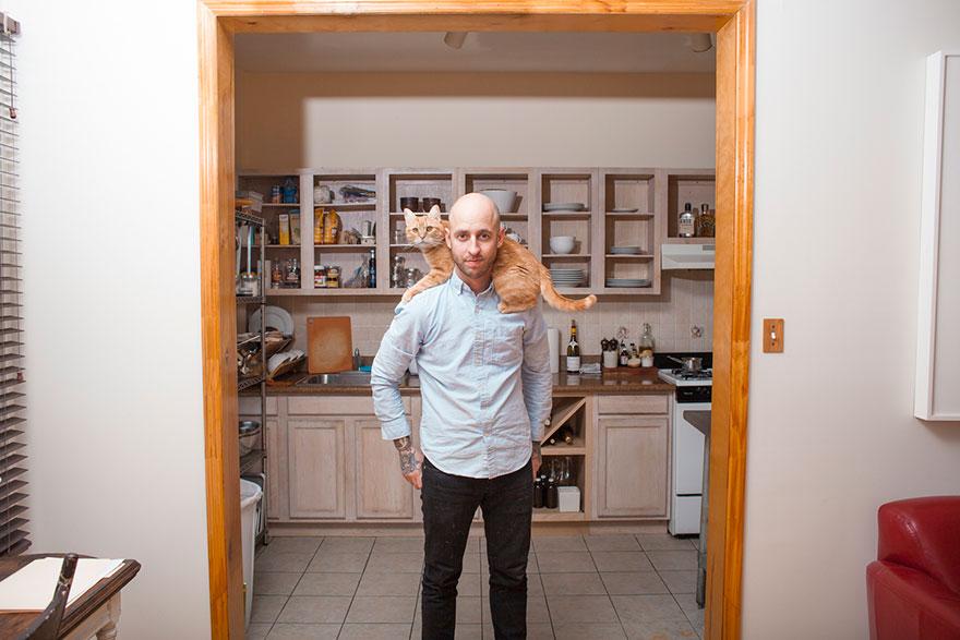 """0 1810d4 64fa7135 orig - Фотоподборка на тему """"Одинокие мужчина со своими котами"""""""