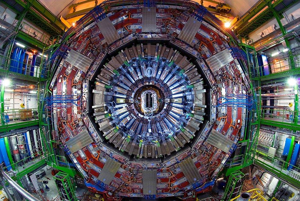 Вокруг Большого адронного коллайдера ходило много слухов. Например, что он представляет огромную опа