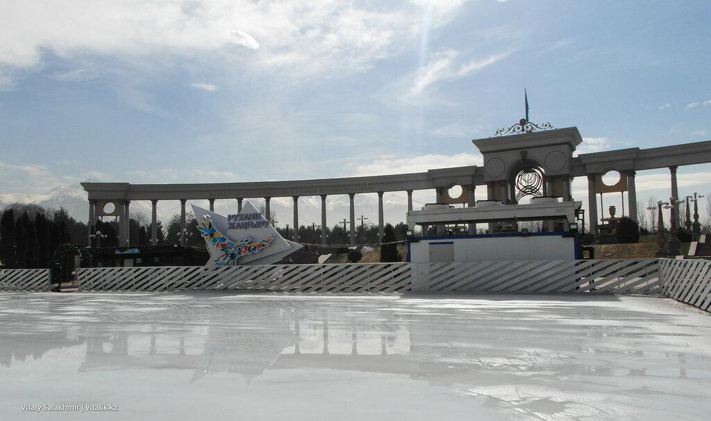 Ледовый каток на Парке Первого Президента