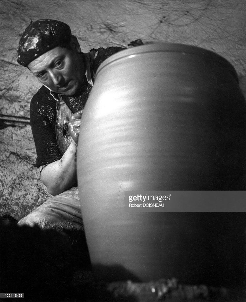 1945. Гончар за работой. Сент-Аман-ан-Пюизе