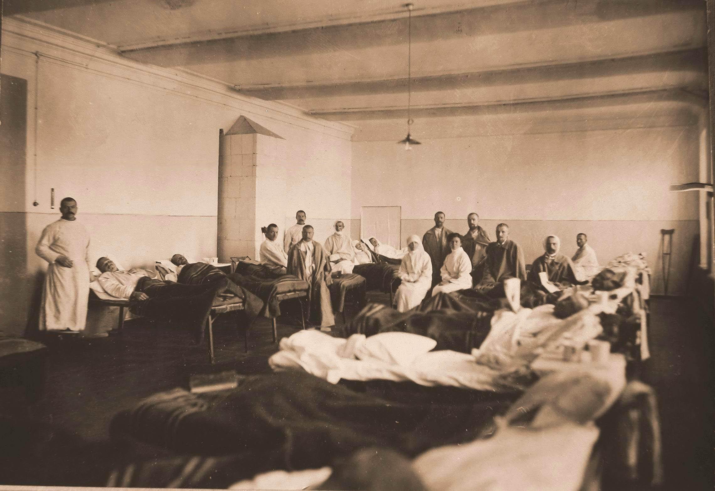 24. Медицинский персонал и раненые в палате №10