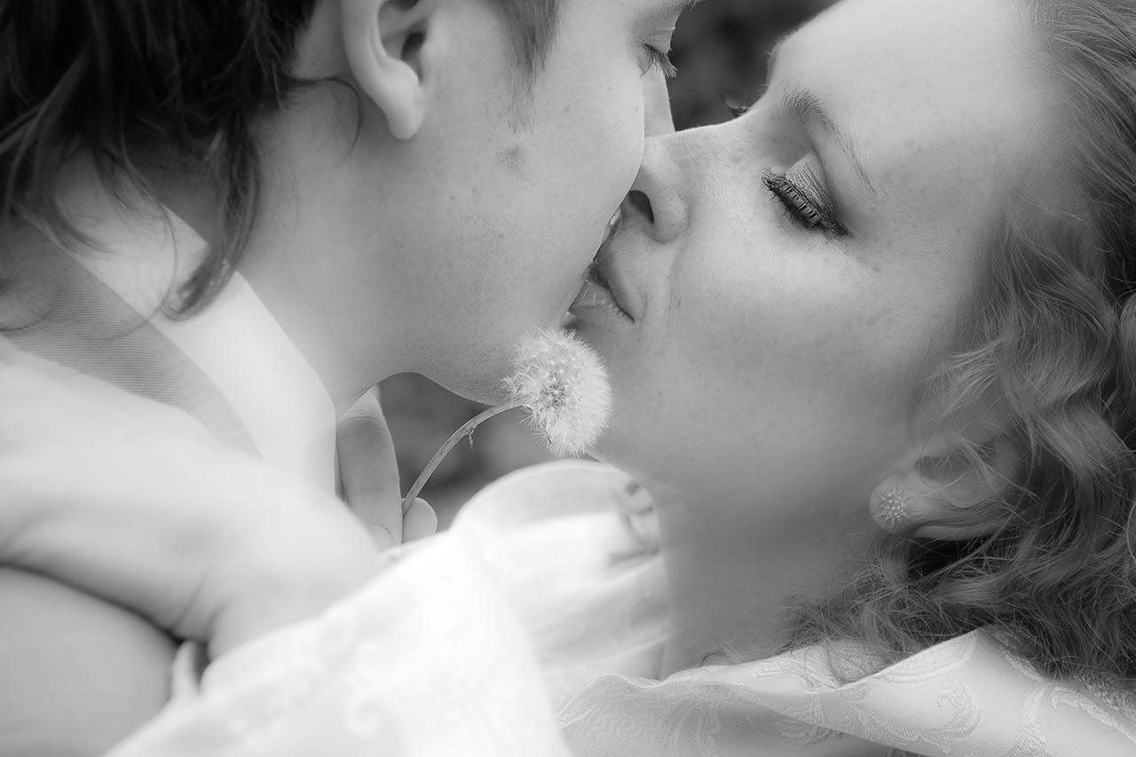 Мы верим, что лучше всего о профессиональном фотографе говорят его фотографии: наши свадебные фото вы можете посмотреть в разделе портфолио свадебного фотографа.
