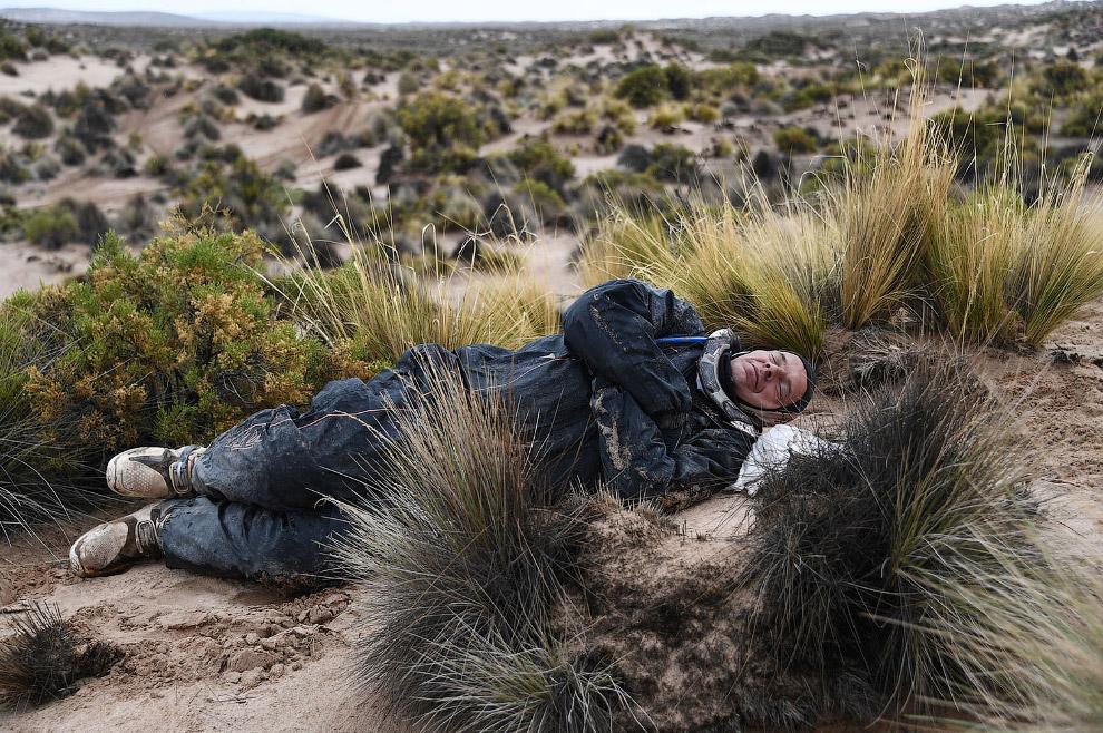 17. Еще одно падение. Аргентинский гонщик Франко Кайми не рассчитал маршрут в Боливии, 13 января 201