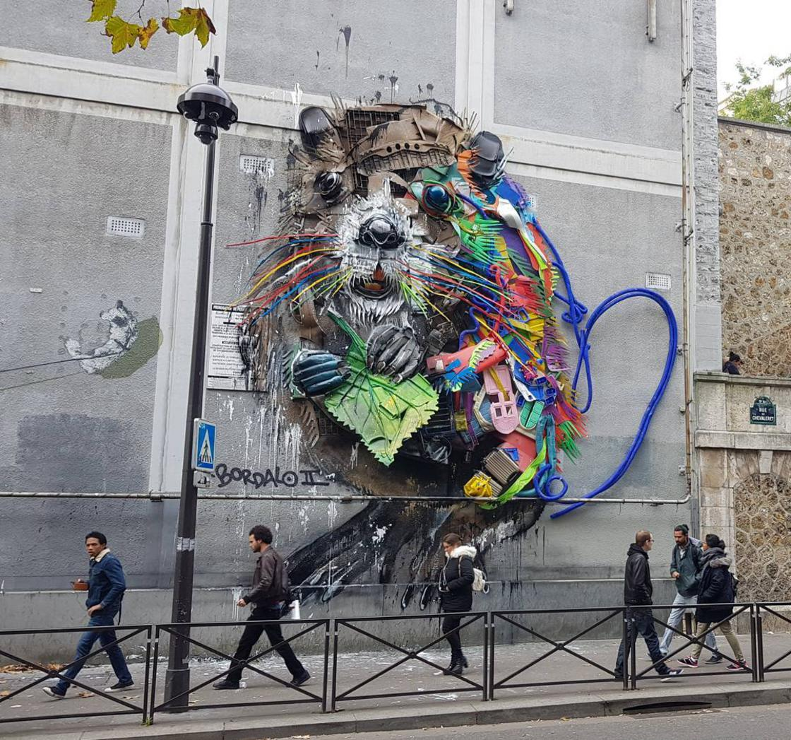 Street Art – Bordalo II installs a mural made of recycled waste in Paris