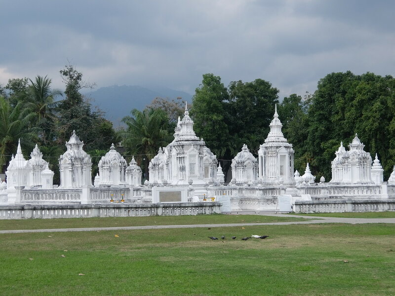 Чиангмай - Кладбище при храме