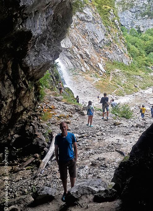 грот у Гегского водопада