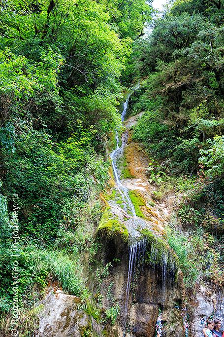 водопад Девичьи слезы в Рицинском парке