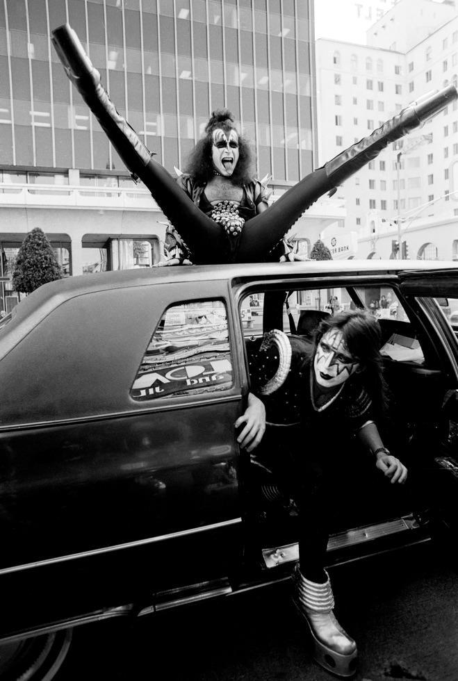 1976. Джин Симмонс & Эйс Фрейли