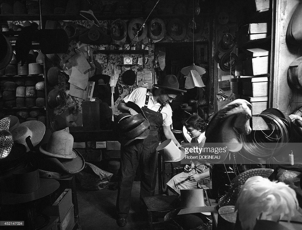1954. Роберт Гэнел Хиттер в своей мастерской. Париж