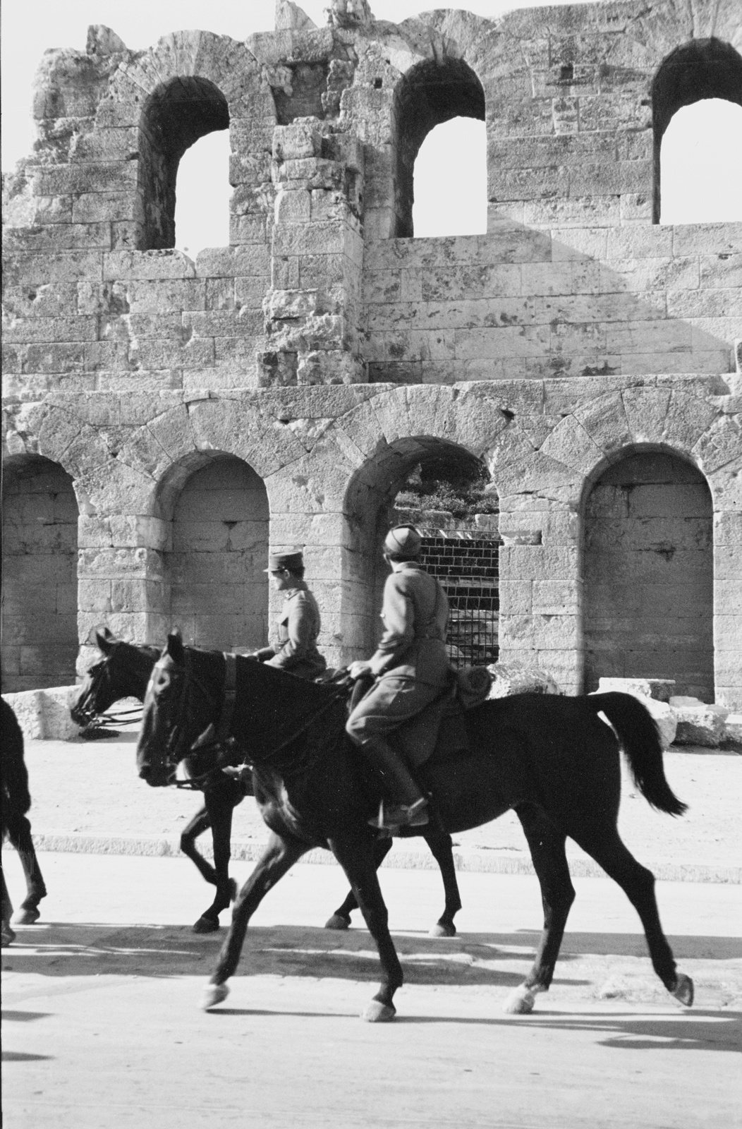 Акрополь. Одеон Герода Аттика и греческие кавалеристы