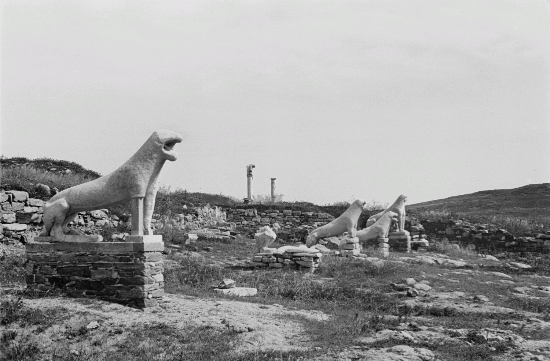 Делос. Львиная терраса (7 век до н.э.) на тропе от гавани до святого озера
