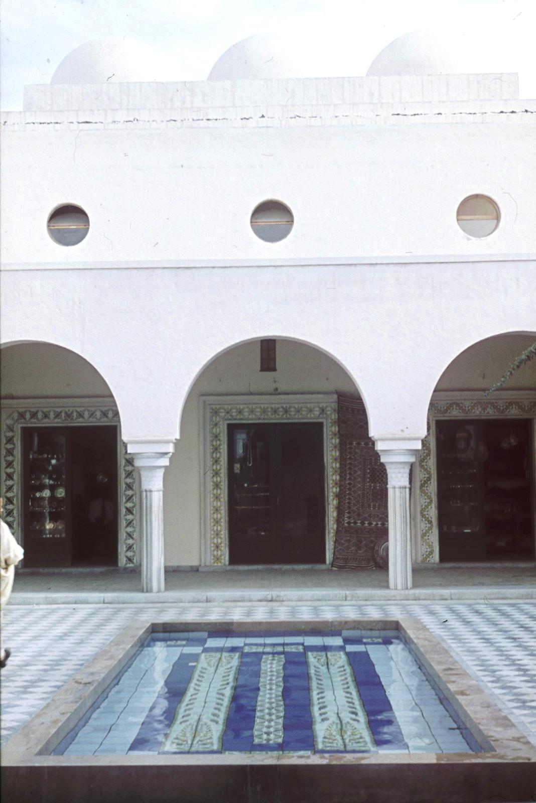 Триполи. Бассейн во внутреннем дворе рынка Эль-Мерши