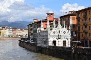 Пизанская достопримечательность – Санта Мария делла Спина, крохотный храм у самой воды.