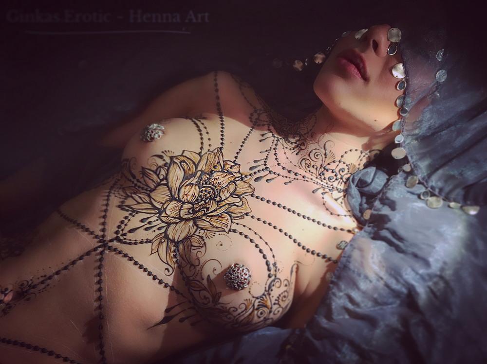 «Эротическое Менди»: искусство росписи хной  Маши Гинкас