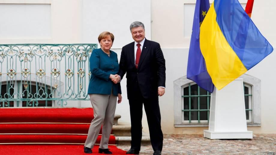 Порошенко заявил, что встретится с Меркель 10 апреля