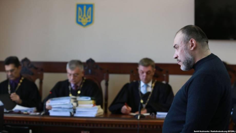 Крисіну назначили государственного адвоката, потому что «уклоняется» – суд