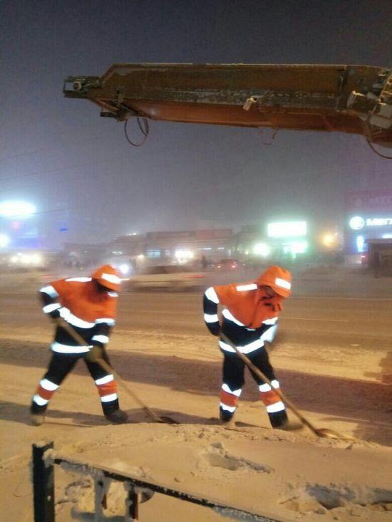 0 181315 41b84a06 orig - Жесть - это работа дорожников в Якутске зимой