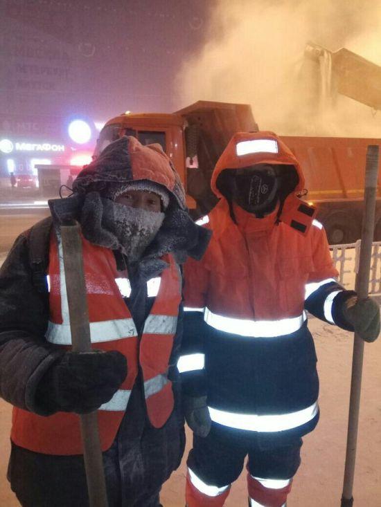 0 181318 b6856b6d orig - Жесть - это работа дорожников в Якутске зимой