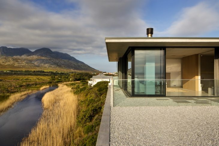 Restio River House by SAOTA