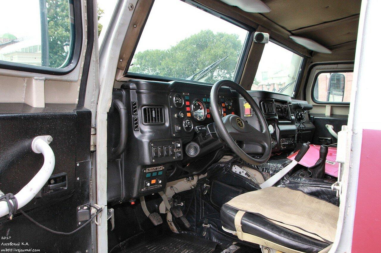 ГАЗ-233036 СПМ-2 4 место водителя.jpg
