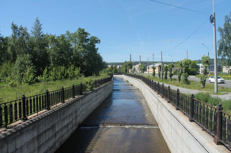 Бунарка вдоль Дзержинского.JPG