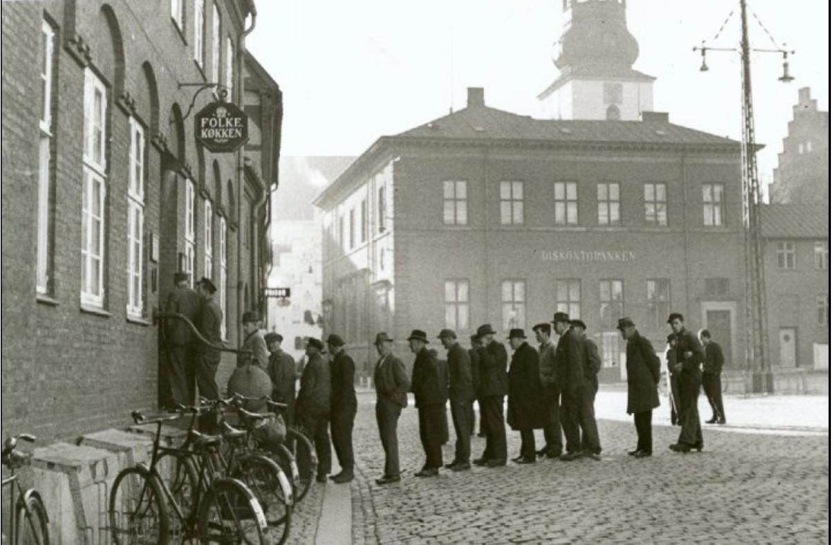 1943. Очередь за бесплатным супом
