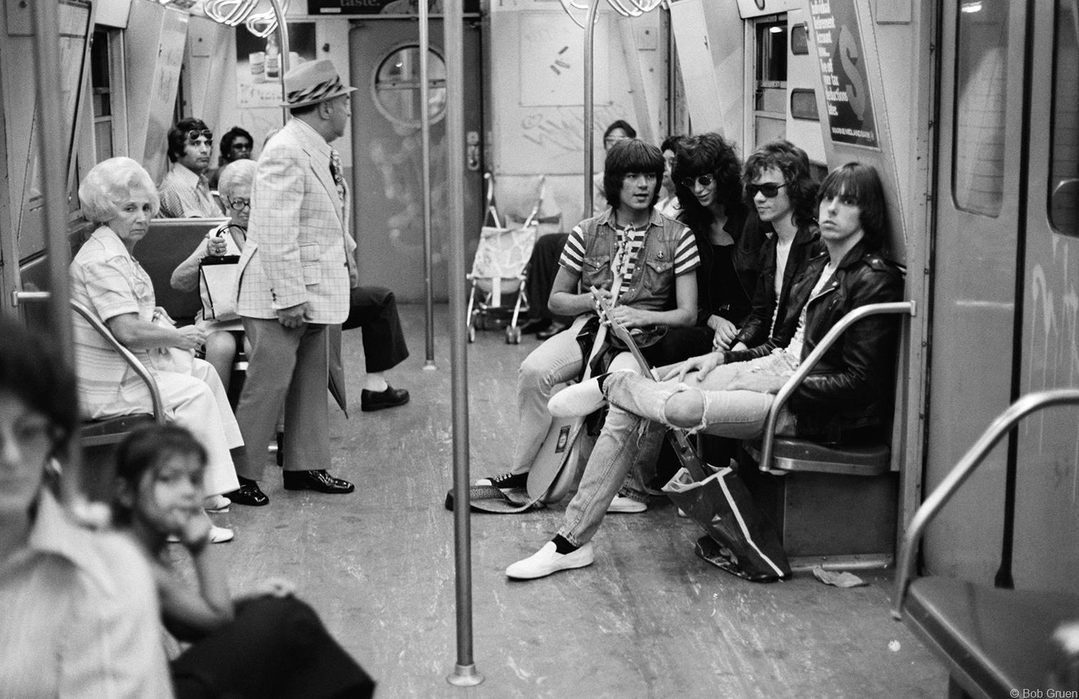 1975. «Ramones»