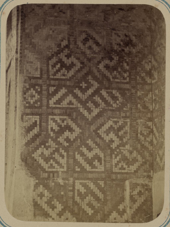Медресе Надир Диван-Беги. Надписи, идущие внутри главной ниши при входе с улицы g
