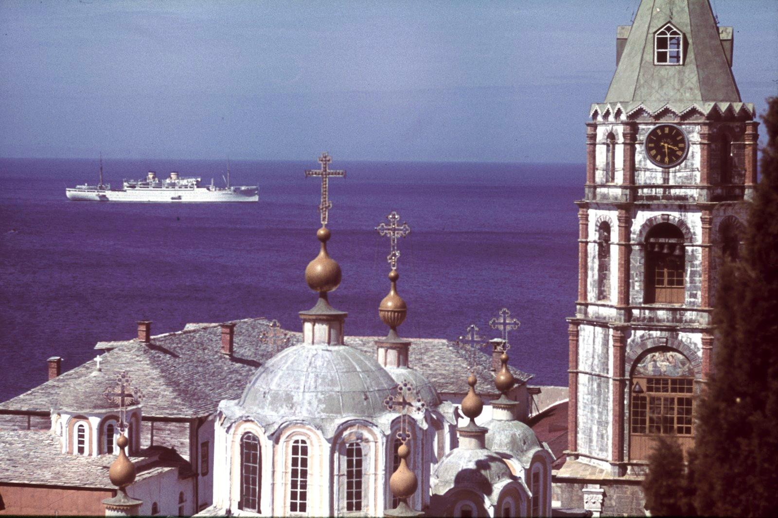 Афон. Вид с башни Пантелеимонова монастыря на море