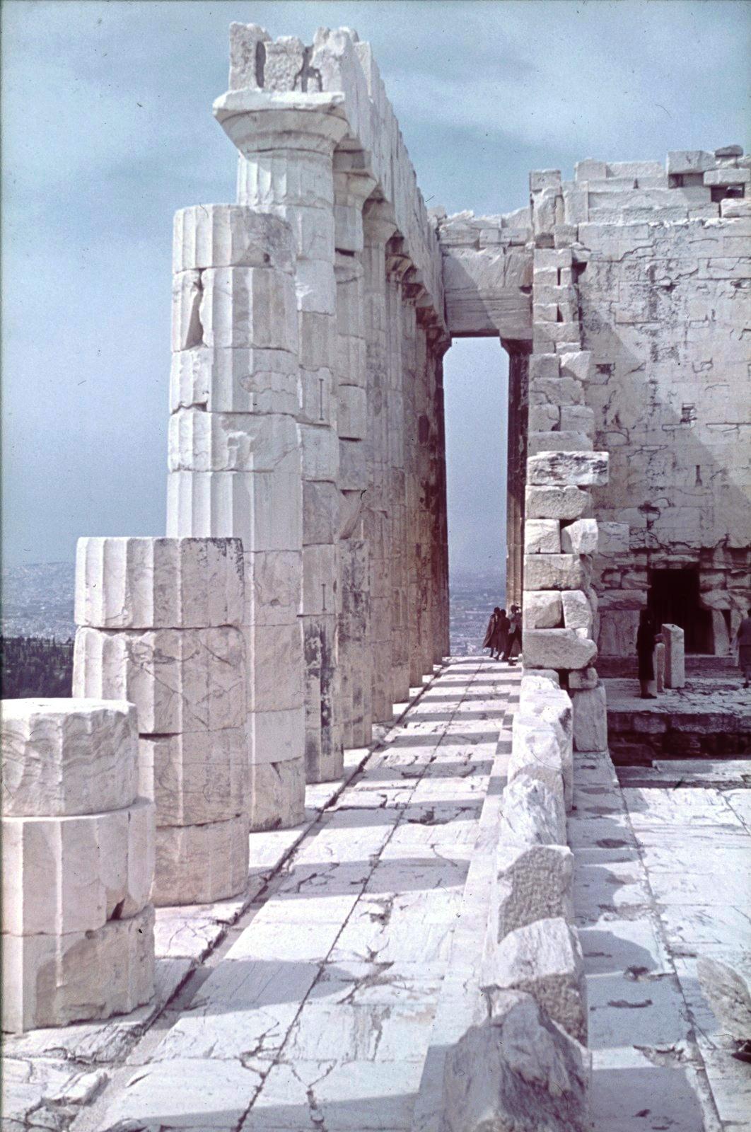Акрополь. Парфенон. Колоннада южной стороны